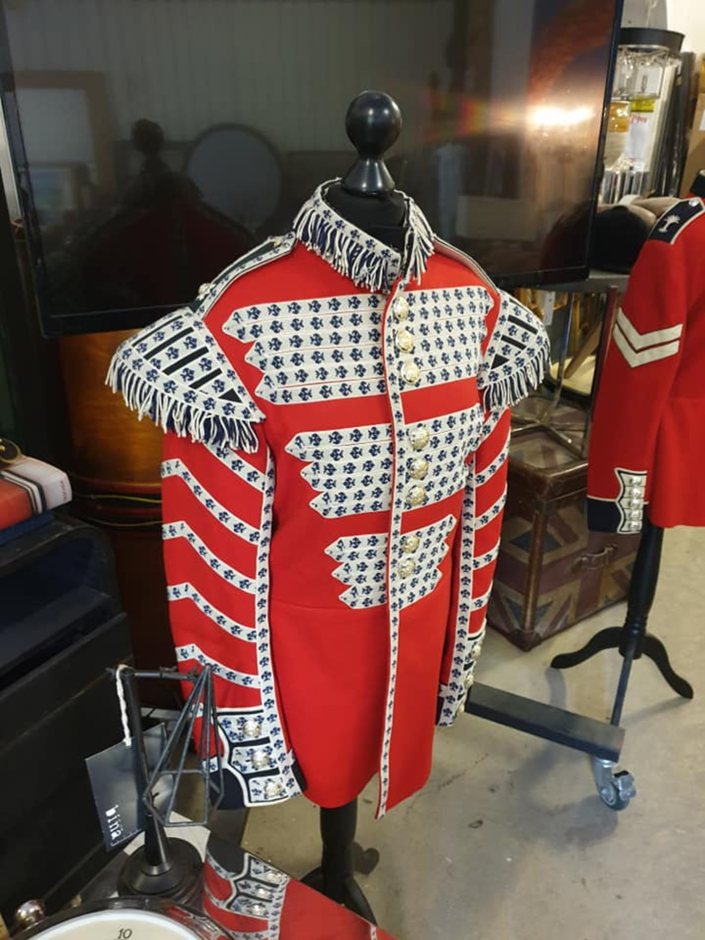 Lot 47 - Genuine Scots Guards Drummer Tunic wool blend The Scots Guards is one of the Foot Guards regiments