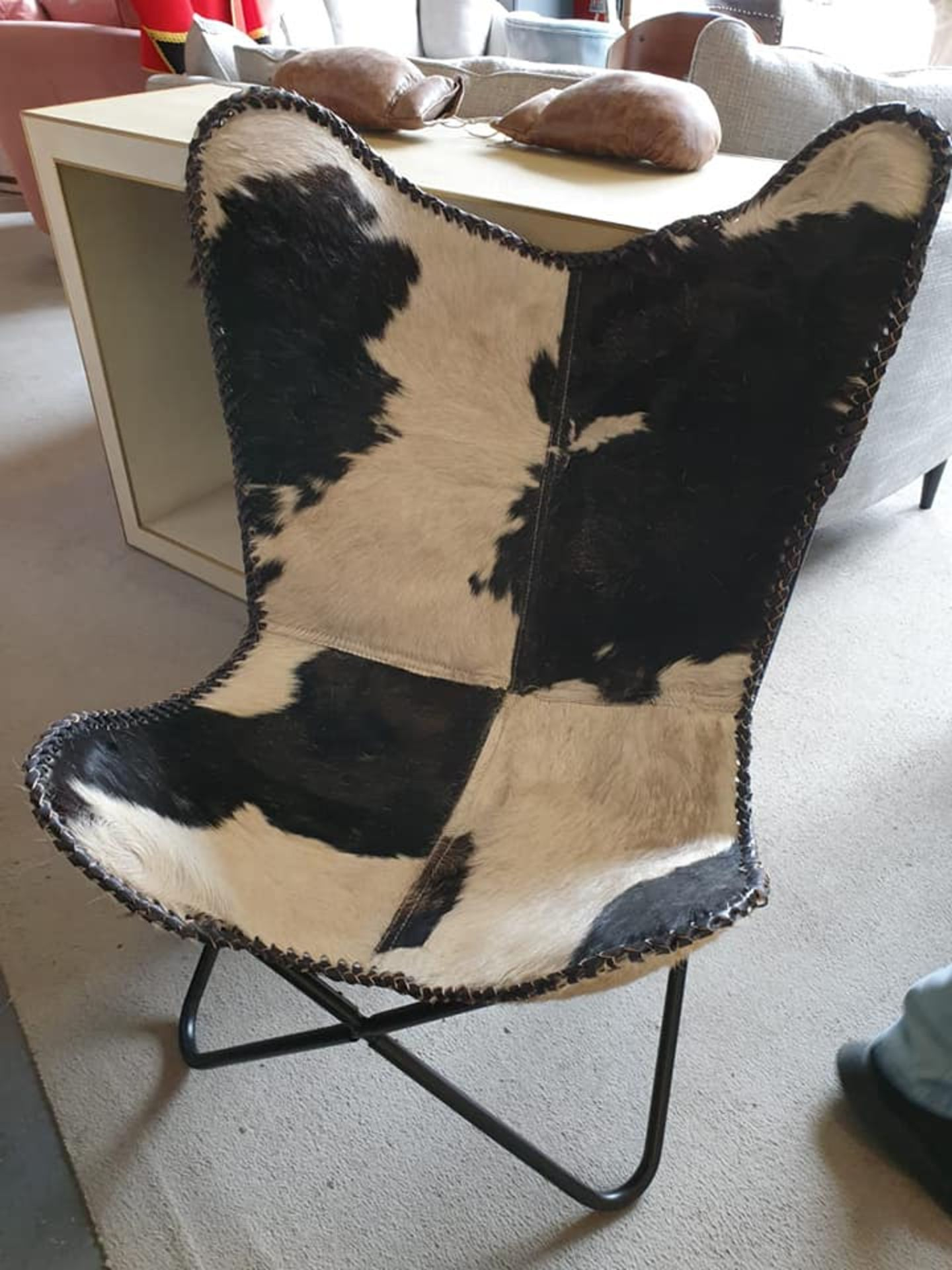 Lot 45 - Hardoy Chair Genuine Hide A Stylish Chair Featuring A Metal Tubular Frame And A Large Sling Hung