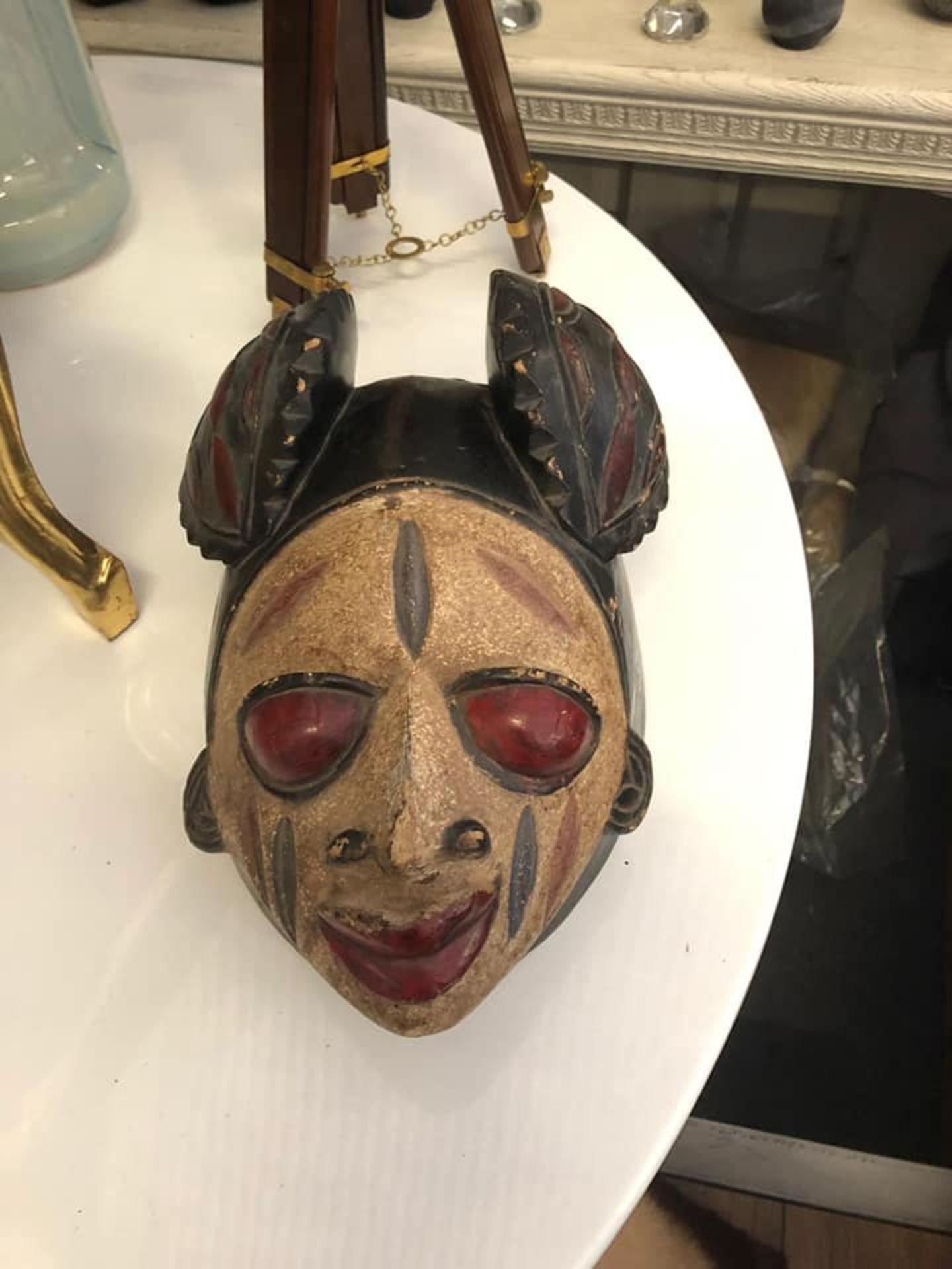 Lot 17 - African Wood Caving Mask 33 x 20 x 25cm