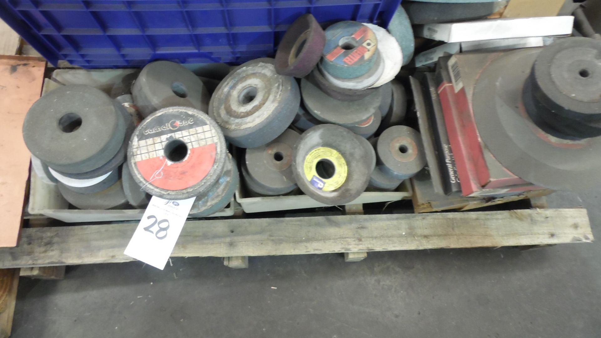 Lot 28 - ASSORTED GRINDING WHEELS