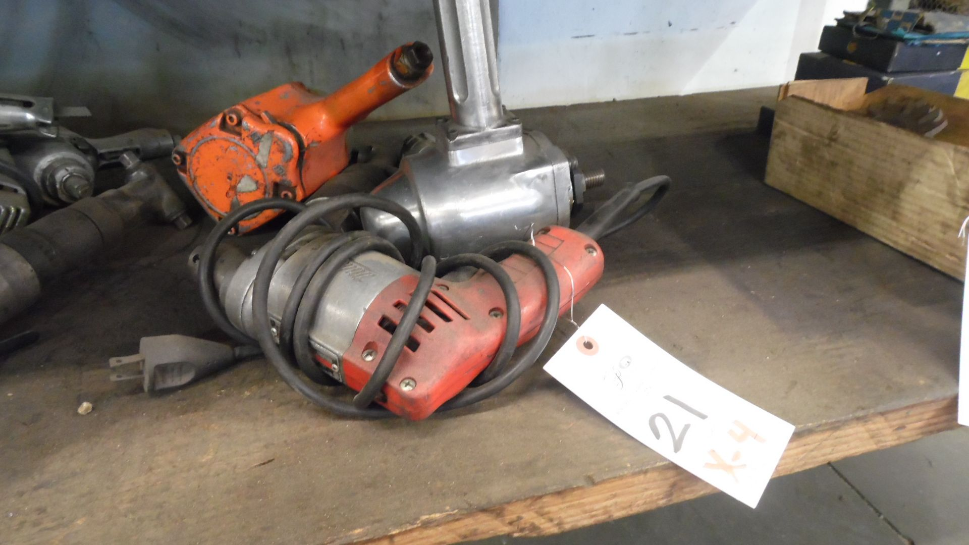 Lot 21 - ASSORTED AIR TOOLS & IMPACT WRENCH