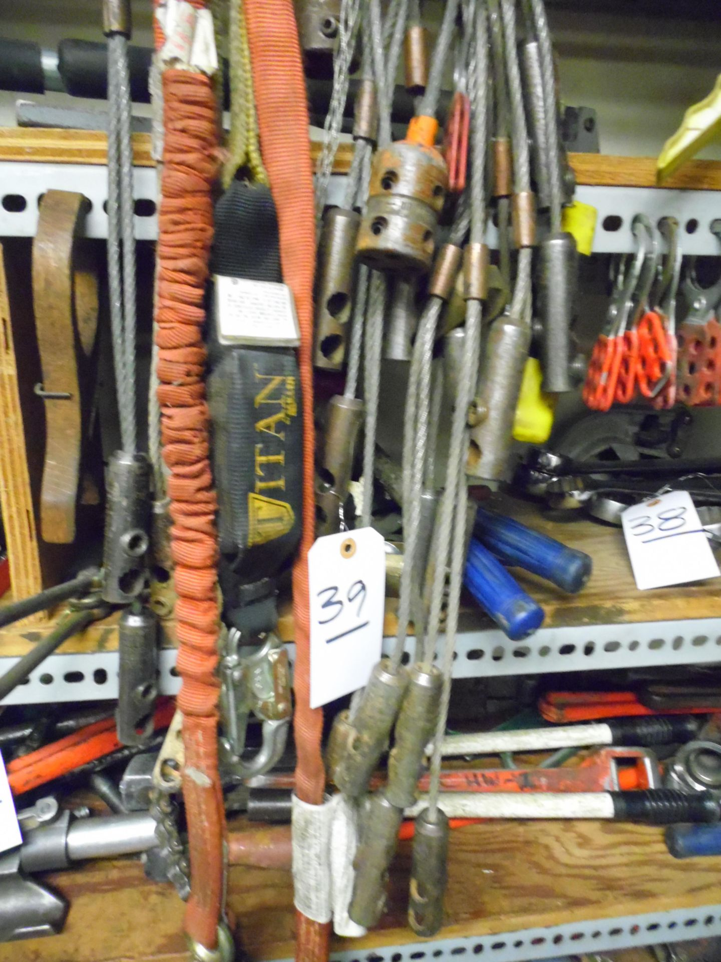 Lot 39 - PIPE HOLDERS, CABLE PULLERS