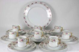 Kaffeeservice Fürstenberg20. Jh. Empireform mit Blütendekor und Goldrand. Für acht Personen.