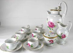 Kaffeeservice MeissenEmpireform mit Dekor Rote Rose und Goldrand. Kaffeekanne, Milchkanne,