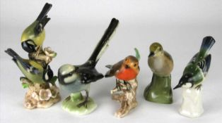 Konvolut Vögel20. Jh. Porzellan mit polychromem Dekor. Unterschiedliche Marken, z.B. Limoges. Goebel