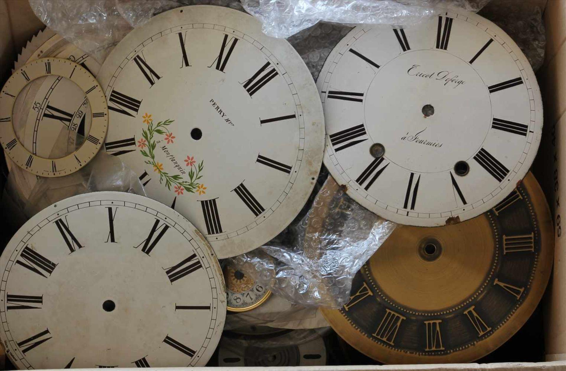 Los 10 - Konvolut UhrenteileZiffernkreise, teils 19. Jh. etc. Zustand wie abgebildet. Bitte selbst