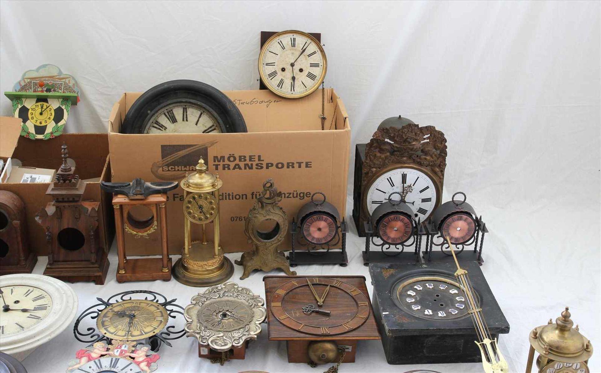 Los 37 - Konvolut Uhrenteileund Uhren, teils 19. Jh. Werkzeug etc. Zustand wie abgebildet. Bitte selbst