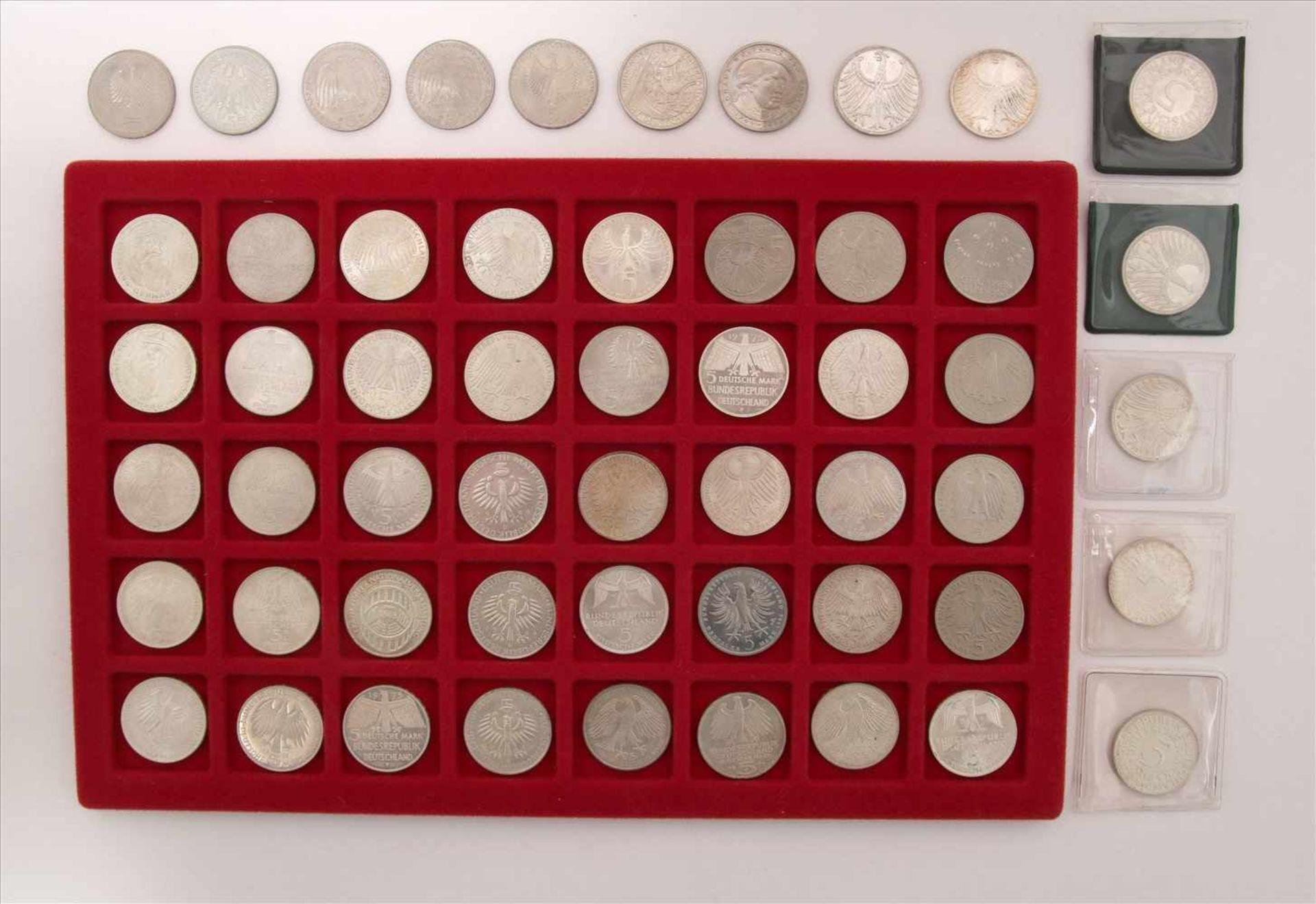 Los 42 - Konvolut Münzen54 diverse 5-DM Münzen. Zustand wie abgebildet.