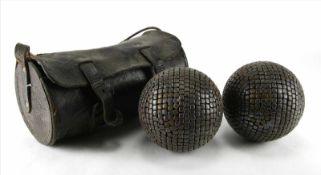 Zwei alte BoulekugelnFrankreich um 1900. In Lederköcher. Zustand wie abgebildet, bitte selbst