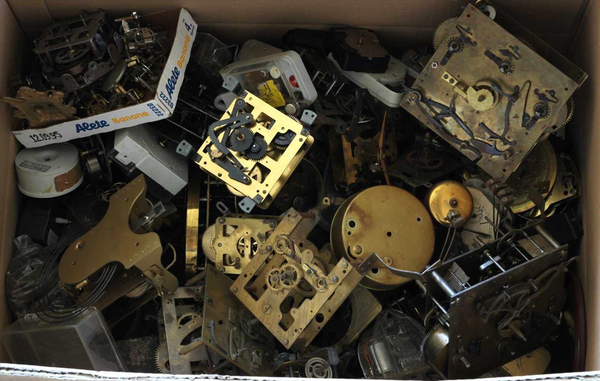 Los 15 - Konvolut UhrenteileMeist Werke für Regulatoren, teils 19. Jh. etc. Zustand wie abgebildet. Bitte