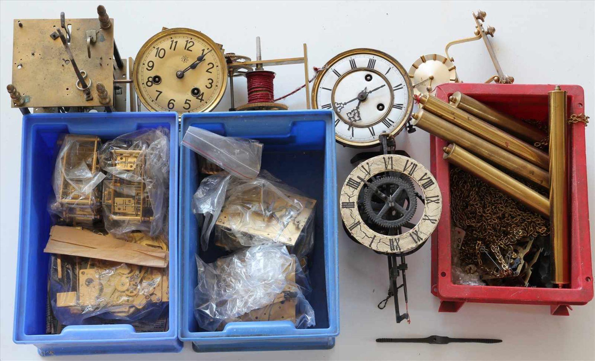 Los 16 - Konvolut UhrenteileMeist Werke für Regulatoren, teils 19. Jh. etc. Zustand wie abgebildet. Bitte