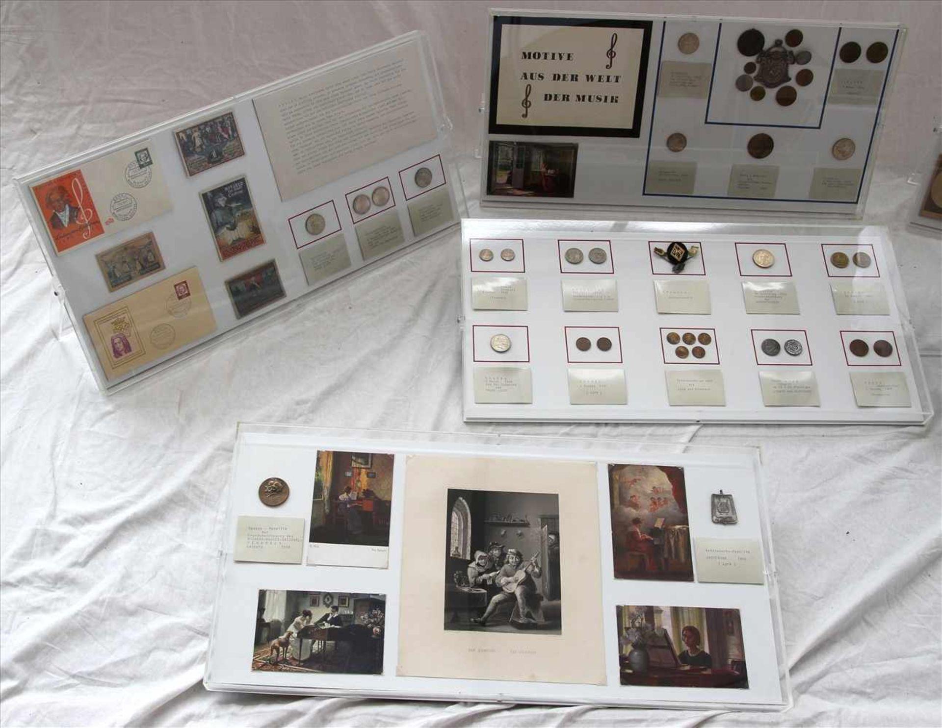 Los 54 - Konvolut NumismatikTeils Münzen und Briefmarken aus der Welt der Musik. Je hinter Plexiglasrahmen.