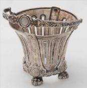 Silberkörbchen mit GlaseinsatzDeutsch um 1900. Silber 800. Auf vier Tatzenfüßen stehendes Körbchen