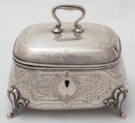 Zuckerdose19. Jh. Silber 750. Deckeldose in leicht bauchiger Form auf vier geschwungenen