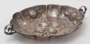 BranntweinschaleDeutsch 19.Jh. Silber 800. Ovale Schale mit zwei geschwungenen Handhaben und