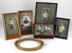 Konvolut FotografienMeist im schönen Holzrahmen aus der Zeit um 1900. Größe des größten Rahmens