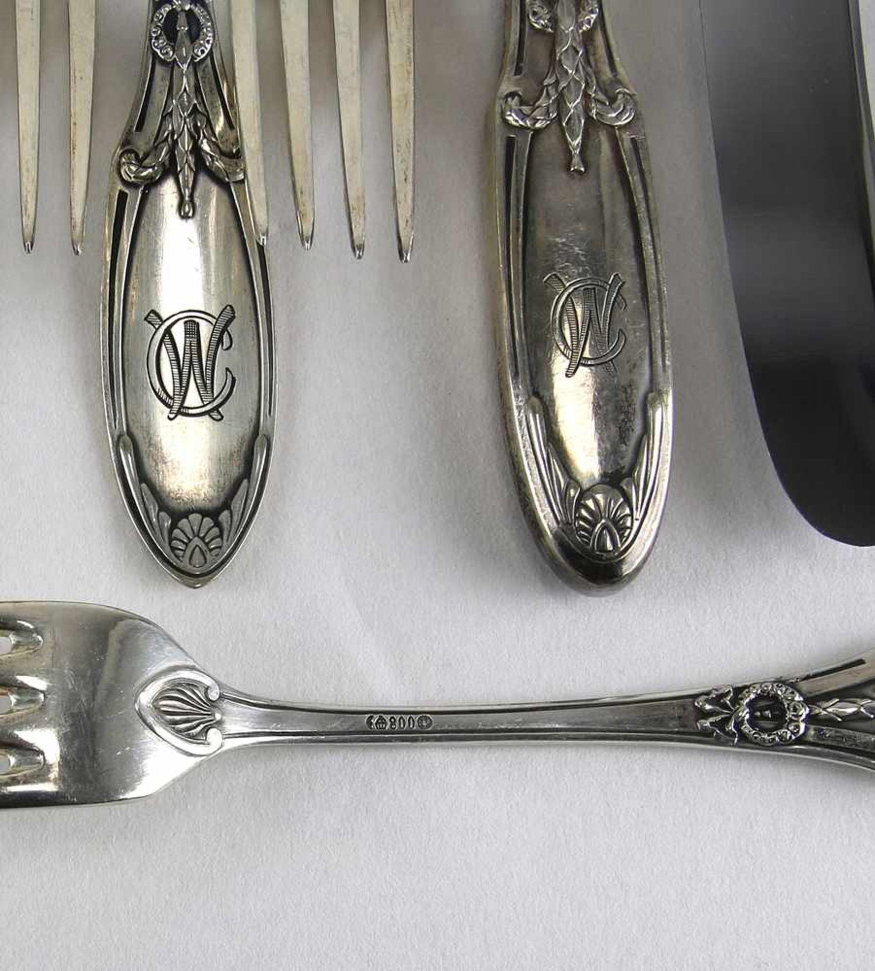 Obstbesteck für 6 PersonenDeutsch um 1900. Silber 800 punziert, Halbmond, Krone und ungedeutete - Bild 2 aus 2