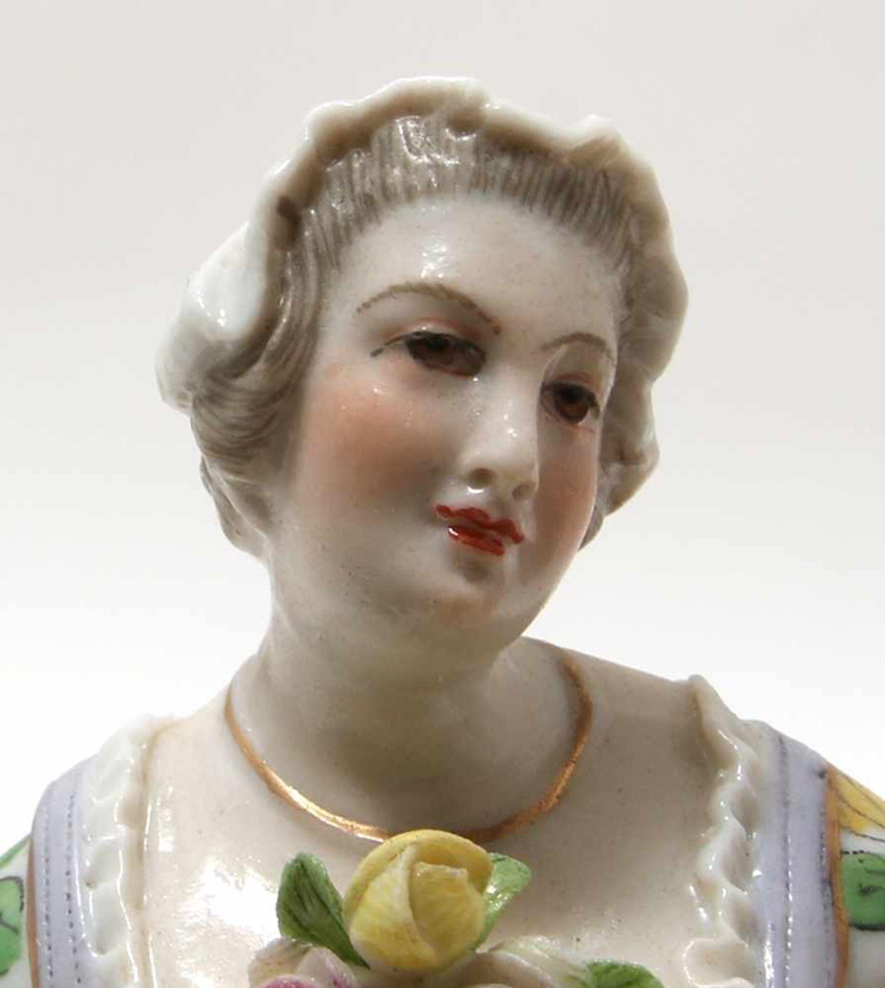FigurengruppeFrankenthal 18. Jh. Kavalier mit Dame im Krinolinenrock. Porzellan mit aufbossierten - Bild 6 aus 10
