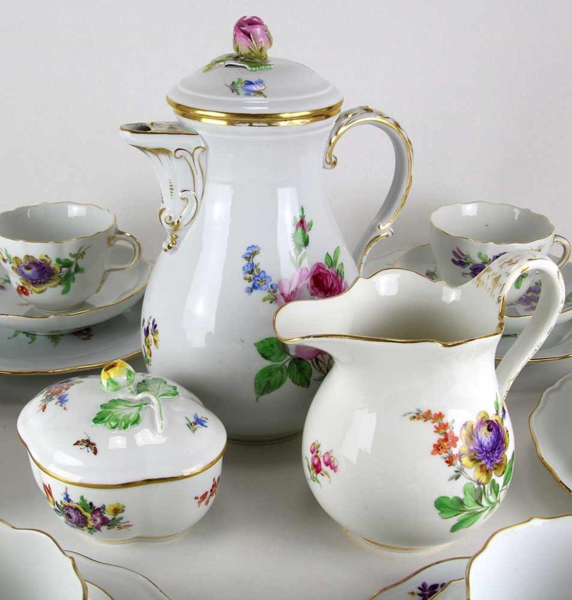 KaffeeserviceMeissen 20. Jh. Form Neuer Ausschnitt meist mit Blumenbuket und zwei Beiblumen. - Bild 2 aus 4