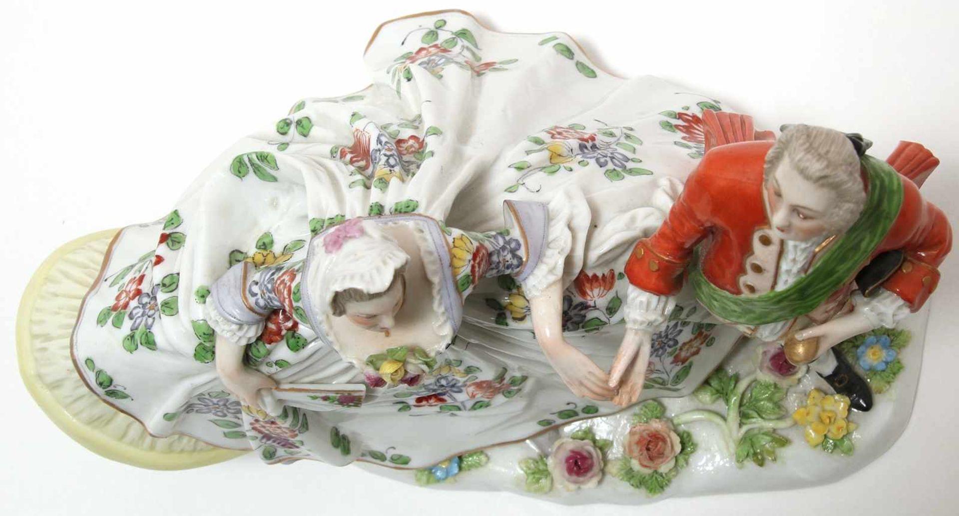 FigurengruppeFrankenthal 18. Jh. Kavalier mit Dame im Krinolinenrock. Porzellan mit aufbossierten - Bild 5 aus 10