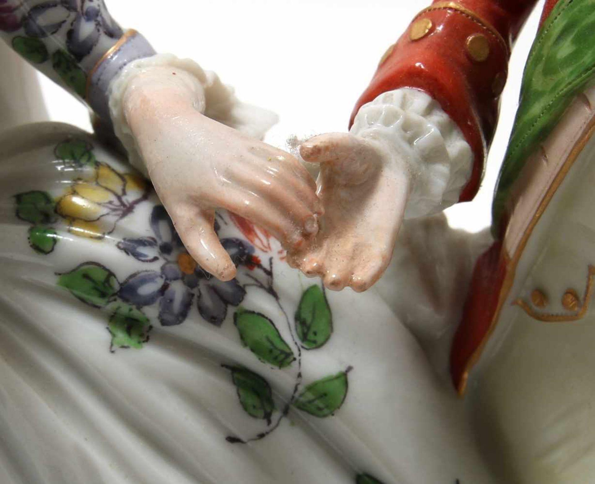 FigurengruppeFrankenthal 18. Jh. Kavalier mit Dame im Krinolinenrock. Porzellan mit aufbossierten - Bild 8 aus 10