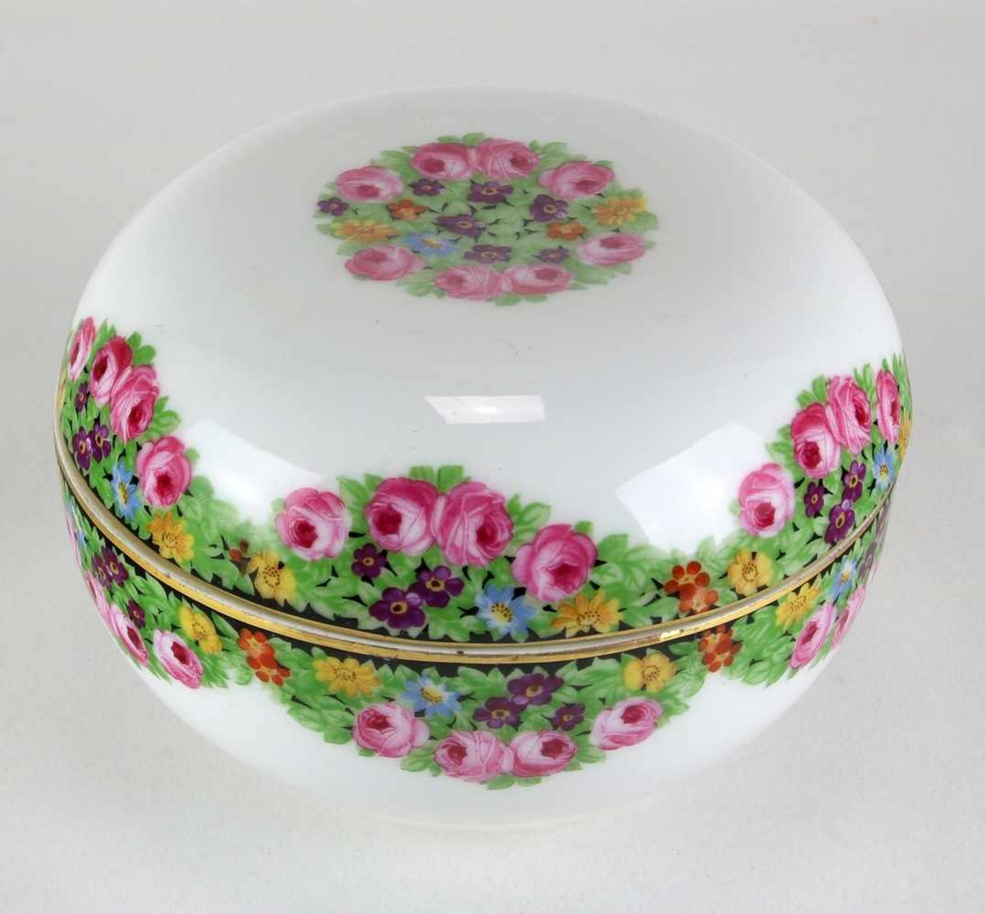DeckeldoseRosenthal Porzellan um 1900. Runde Form mit Blumenmalerei in der Art von Prof. Josef