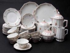 Kaffee-/Teeservice für zwölf PersonenKaffeekanne, Teekanne, Milchkanne, je zwölf Tassen, Untertassen