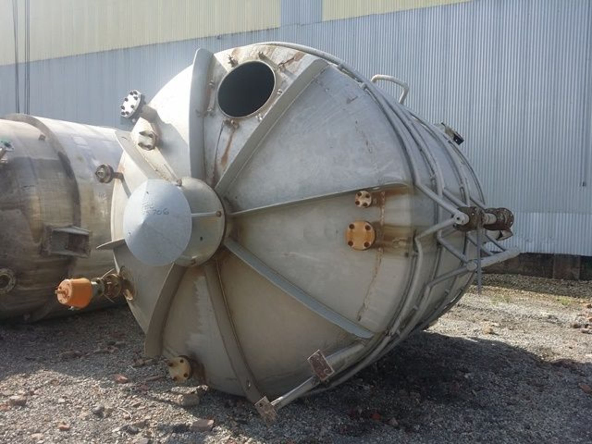 Lot 33 - 5000 GAL 304 STAINLESS STEEL JACKETED TANK