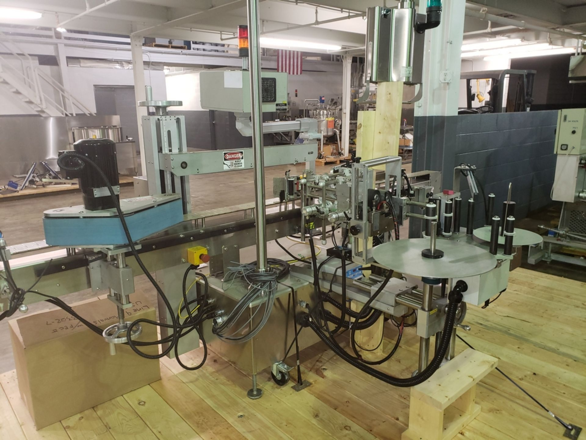 Lot 14 - Quadrel wrap around labeler, model Versaline, single head with Open Date coder, timing feed screw,