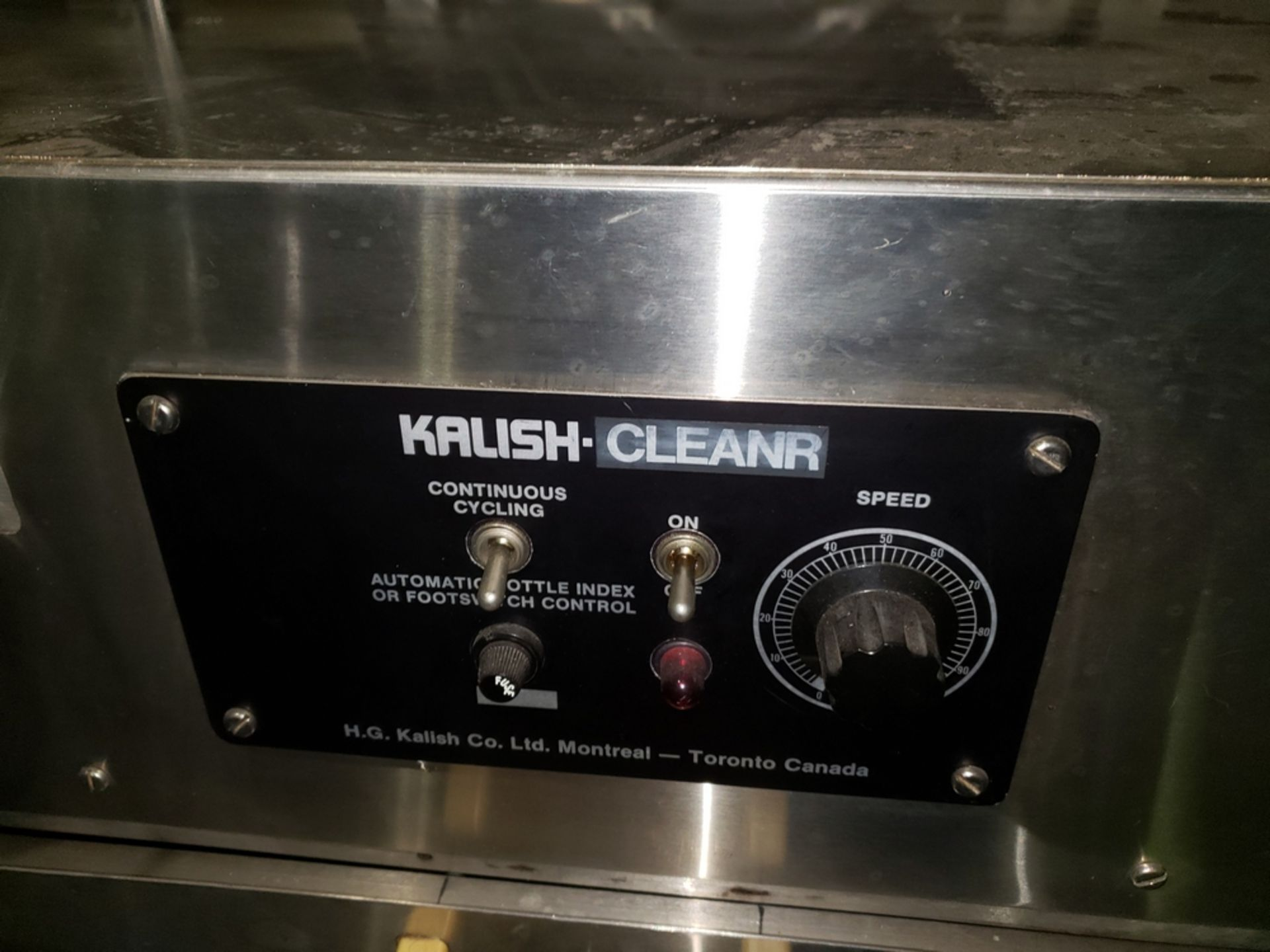 Lot 29 - Kalish inline bottle cleaner, model B-CL, cleans by dry air blast and vacuum assist, set up for 4