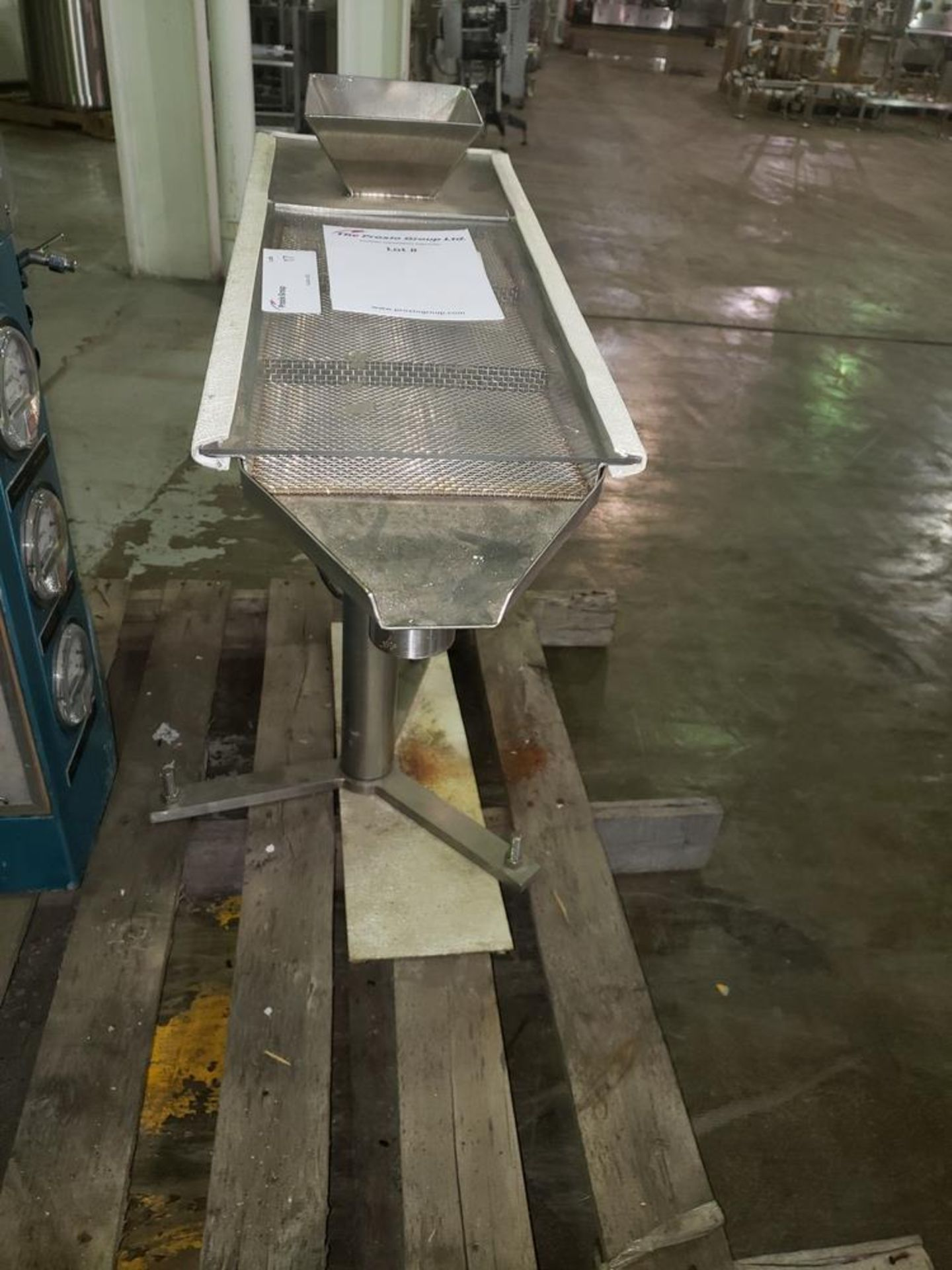 Lot 17 - FMC Syntron magnetic feeder, model CSCR-1B-1, 115 volt, 50/60 hz, serial# P30596.