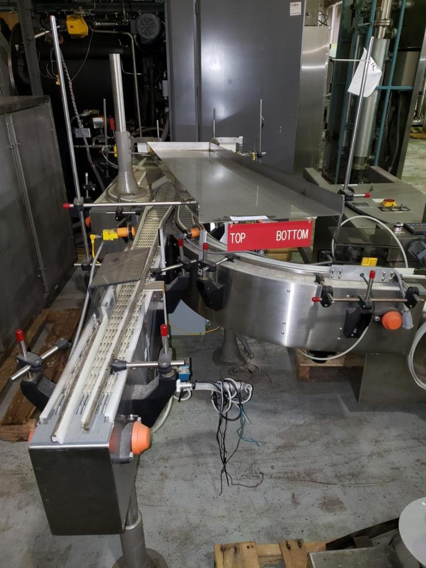 "Lot 28 - Universal Machine bi-directional conveyor, model E 7998, 28"" wide x 36"" long table with 1 HP DC"
