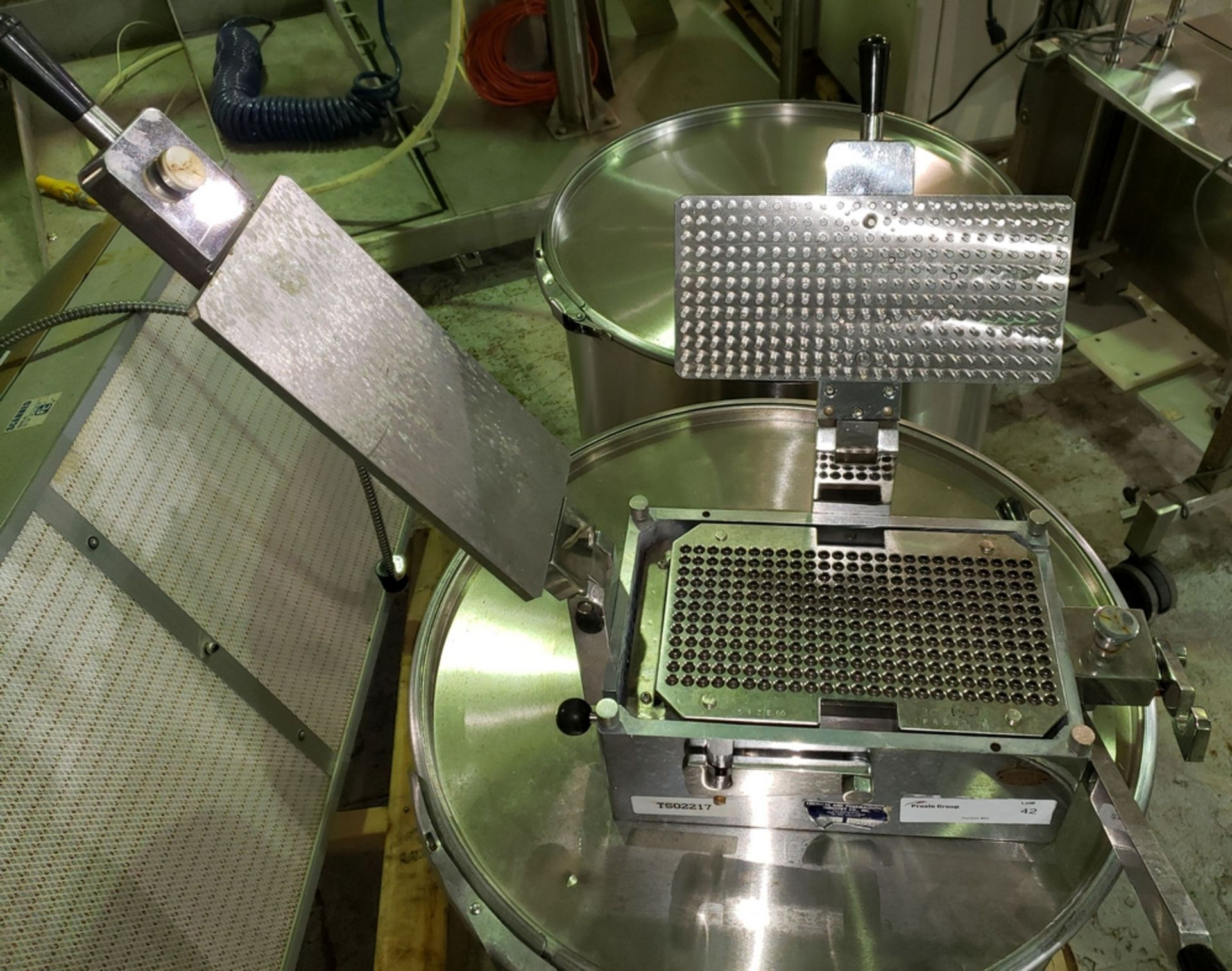 Lot 42 - Chemical and Pharmaceutical Industry Co. 301/821 bench-top, manual capsule filler with stainless