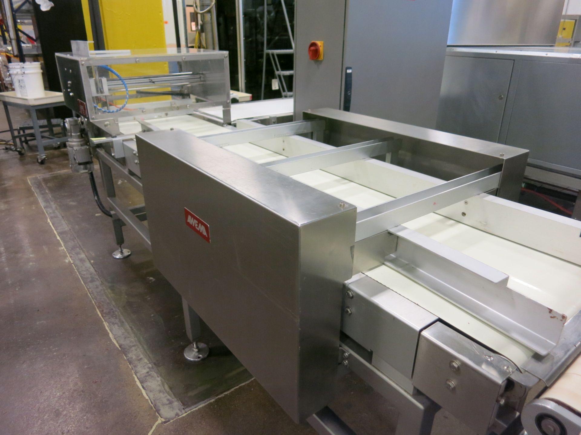 Lot 115 - Molding System