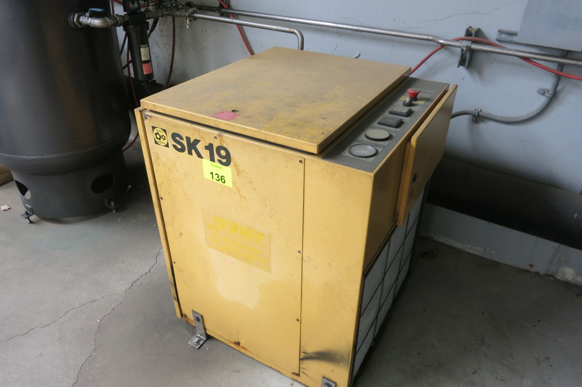 Lot 136 - Air Compressor