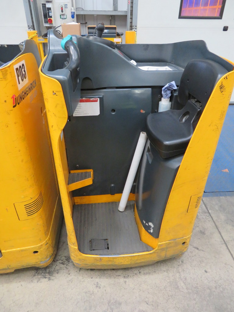 Lot 31 - 2006 JUNGHEINRICH MODEL ESE 120 2000KG RIDE-ON ELECTRIC PALLET TRUCK