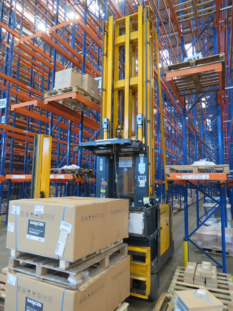 Lot 25 - 2006 JUNGHEINRICH MODEL EKX 515 1500KG ELECTRIC HIGH RACK STACKER TRUCK