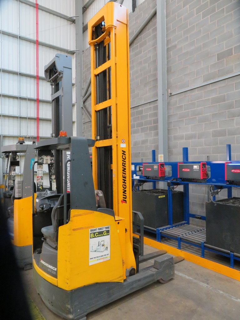 Lot 3 - 2006 JUNGHEINRICH MODEL ETV 320 2000KG ELECTRIC REACH TRUCK