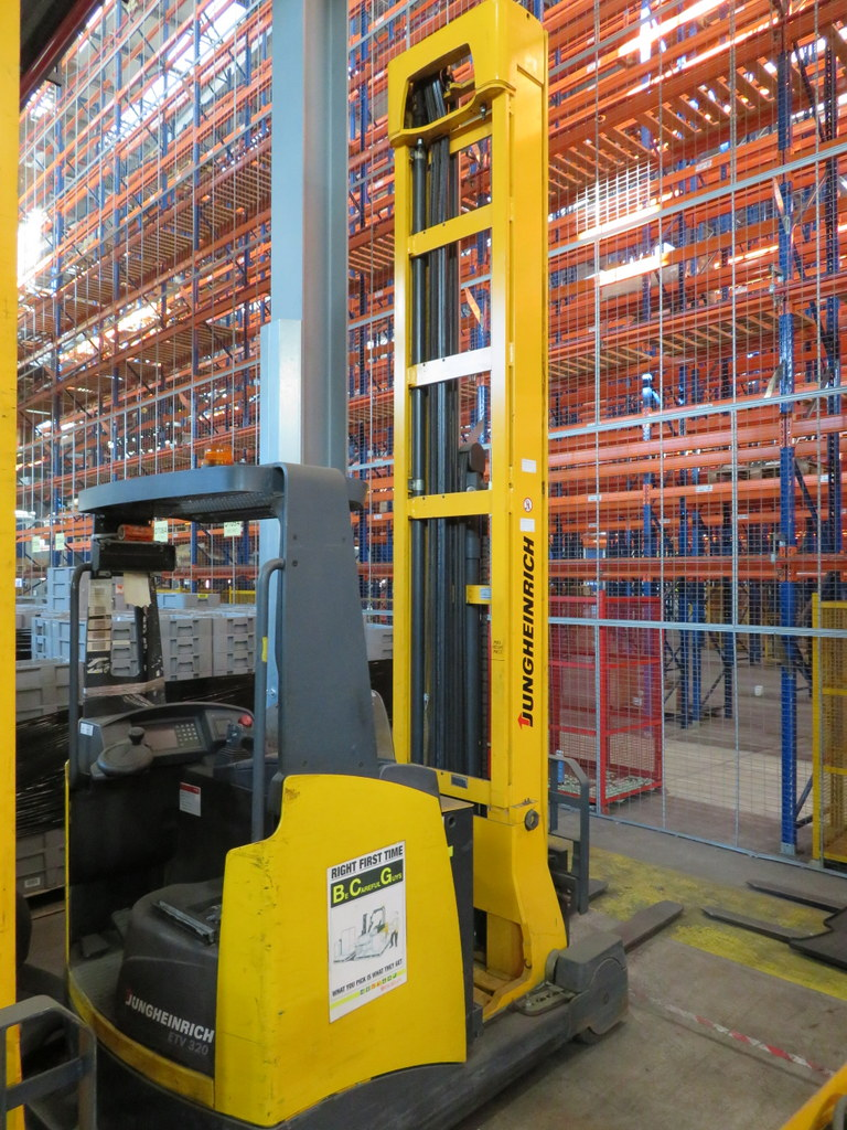 Lot 5 - 2006 JUNGHEINRICH MODEL ETV 320 2000KG ELECTRIC REACH TRUCK
