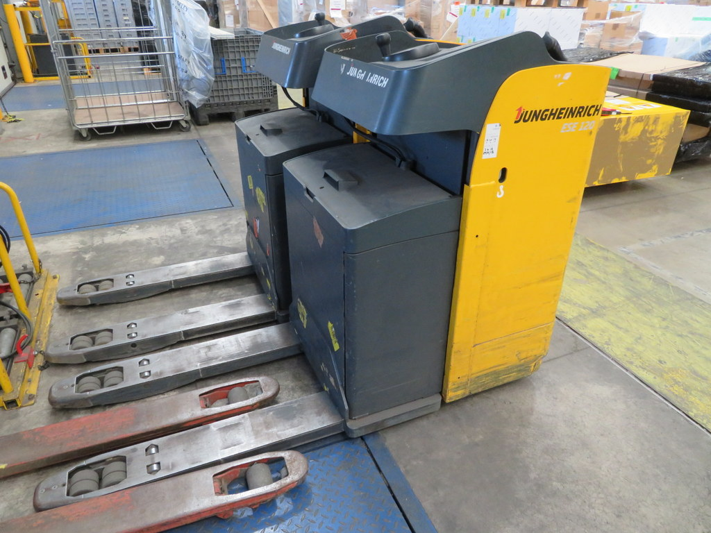 Lot 30 - 2006 JUNGHEINRICH MODEL ESE 120 2000KG RIDE-ON ELECTRIC PALLET TRUCK