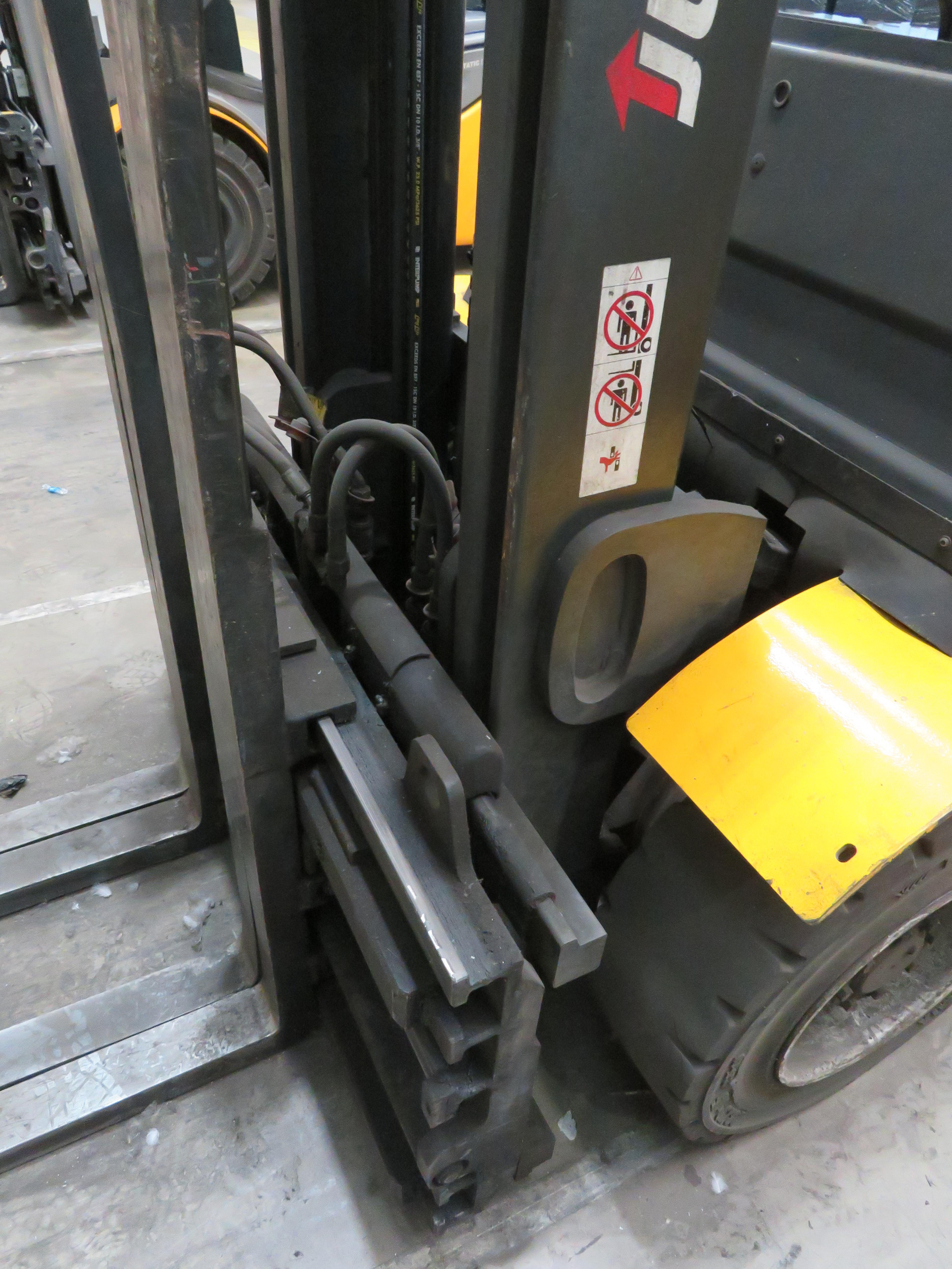 Lot 9 - 2006 JUNGHEINRICH MODEL TFG 430 GAS POWERED CB FORKLIFT TRUCK