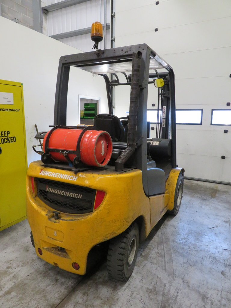 Lot 12 - 2006 JUNGHEINRICH MODEL TFG 430 GAS POWERED CB FORKLIFT TRUCK