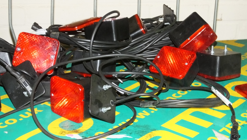 Lot 37 - 10x Fog LED lamps with cable looms