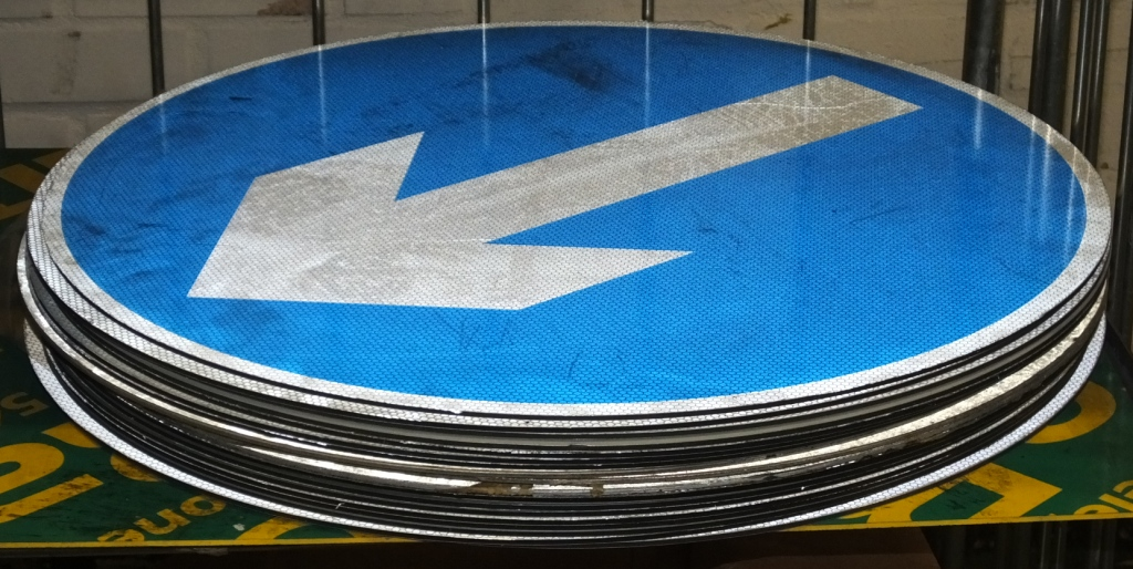 Lot 30 - 19x Round Blue Directional Arrow SIgnage