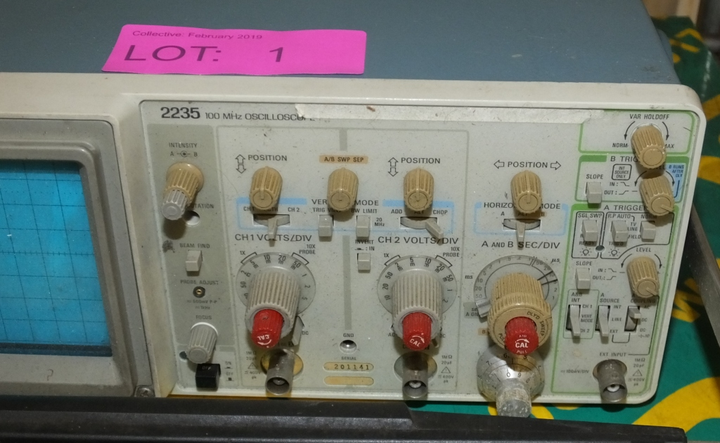 Lot 1 - Tektronix 2235 100MHZ Oscilloscope (as spares)
