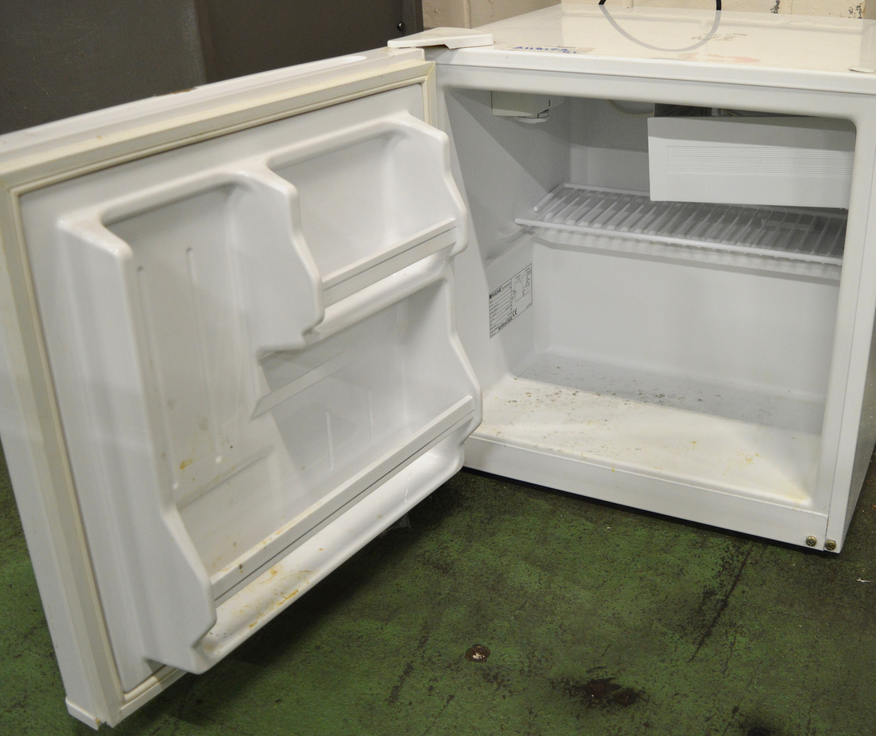 Lot 10 - Frigidaire R609 Tabletop Fridge.