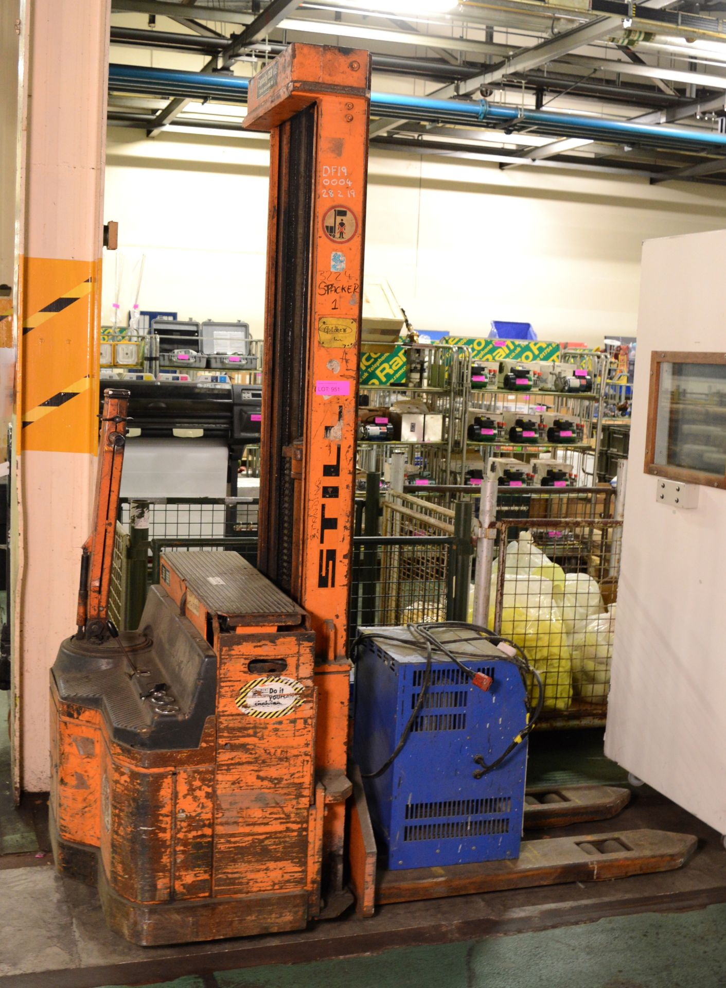 Lot 951 - Euro Pallet High Lift Battery Operated Pallet Truck - Working.