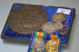 A First World War medal pair to 1036 Pte. G. McKenzie, Seaforth Highlanders, the War Medal and the