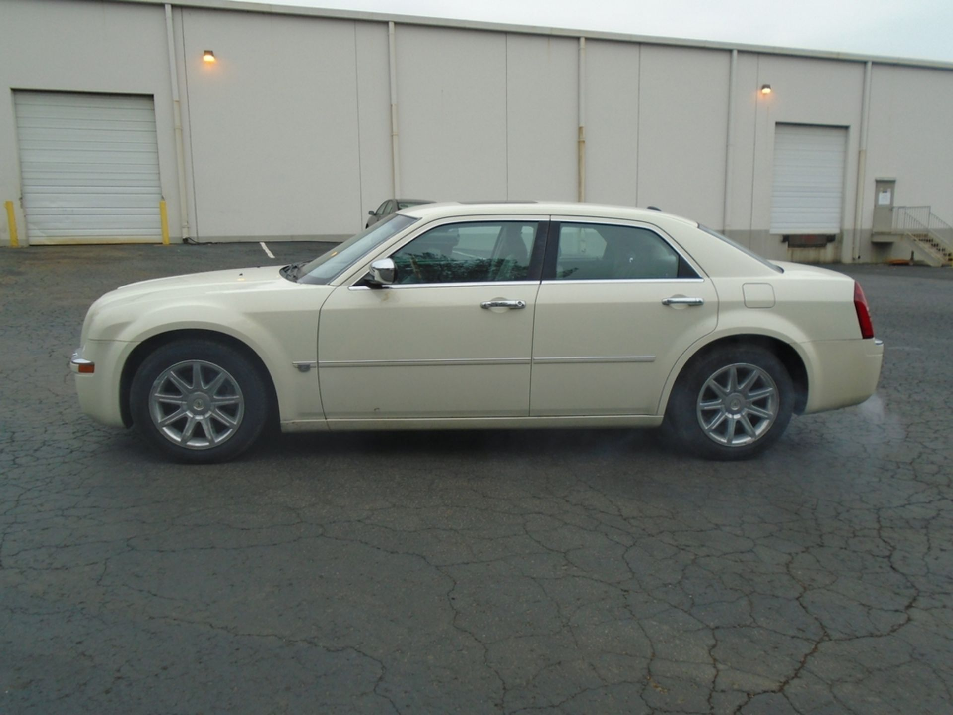 Lot 119A - 2005 Chrysler 300C Leather Interior Brand New Tires Full Spare Tire AC, Navigation, Blue Tooth
