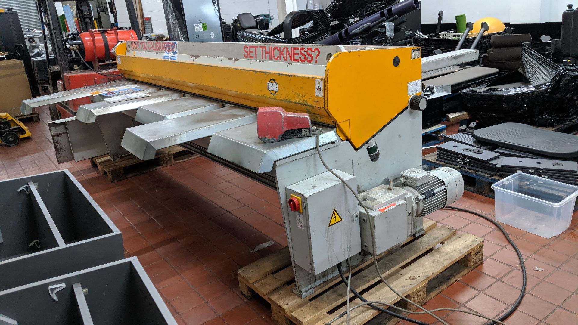 Lot 7 - 2007 RAS model 52.30 SMARTcut swing beam shear with digital controller and manuals. This is one of a